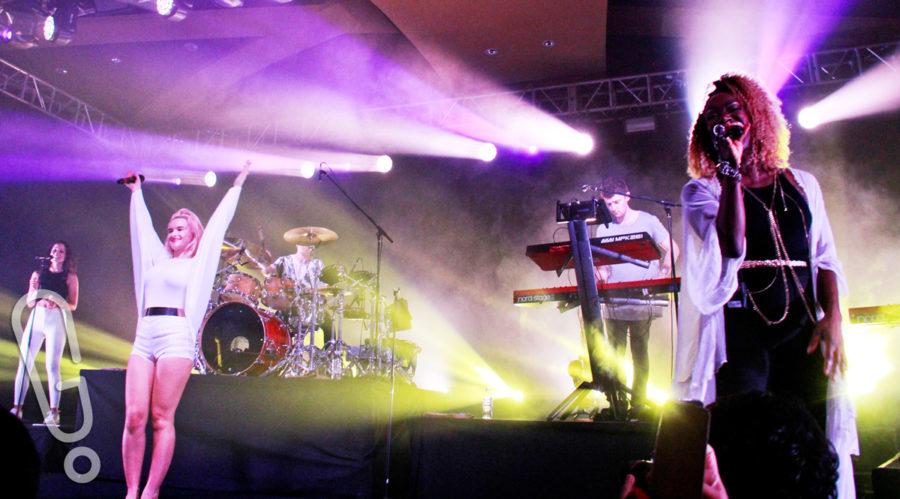 Penampilan Clean Bandit dalam konser perdananya di Indonesia yang digelar di Skenoo Hall, Gandaria, Jakarta (foto: Genmuda.com/2015 Aditya Soeprapto)