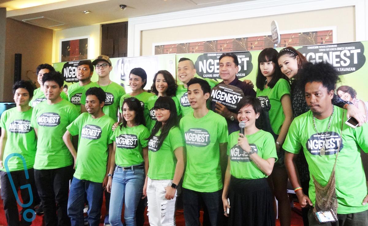 Sejumlah pemain film 'Ngenest' yang hadir dalam acara press conference film 'Ngenest' di Jakarta pada hari Selasa (15/12) (Foto: Genmuda.com/2015 Rima)