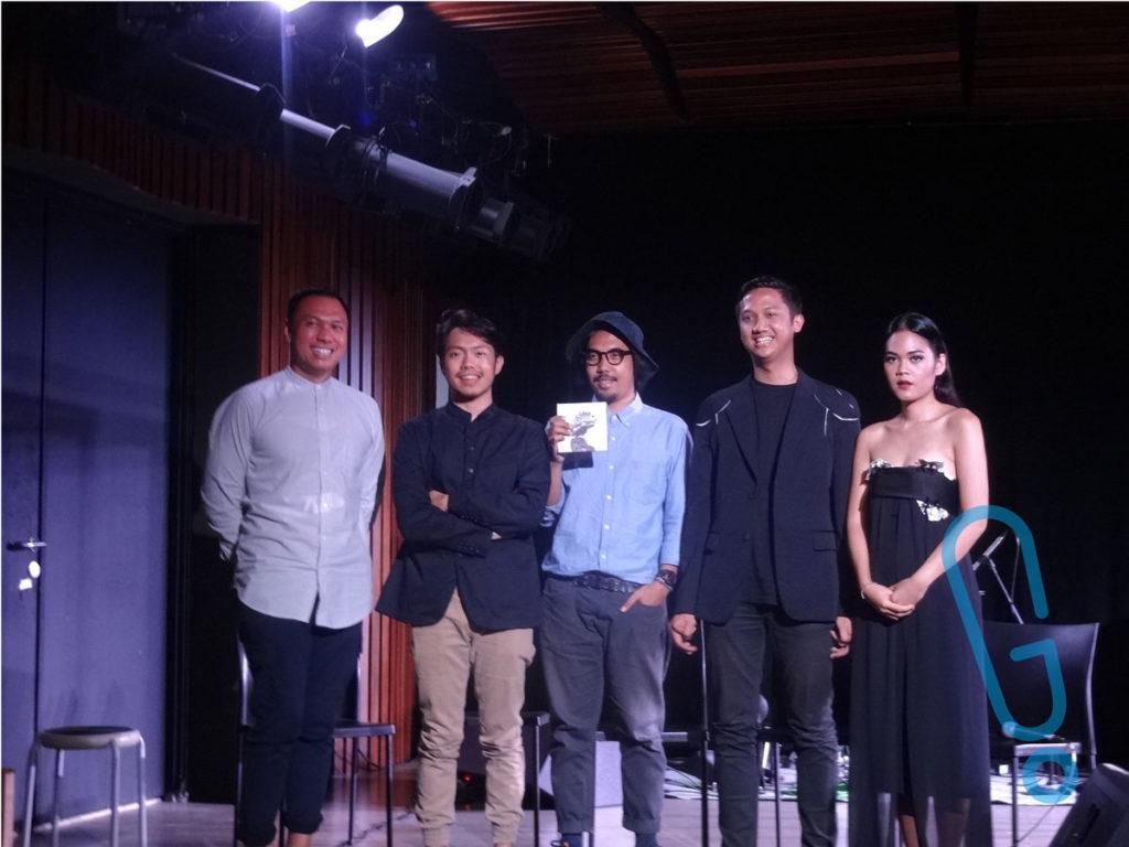 Advisor to Chairman Sababay Winery Manpalagupta Sitorus, Dennis Yonasa, Co-founder Double Deer Harvey, serta KimoKal di acara peluncuran album 'O' di IFI Jakarta, Sabtu (16/1) (Foto: Genmuda.com/2015 Gabby)