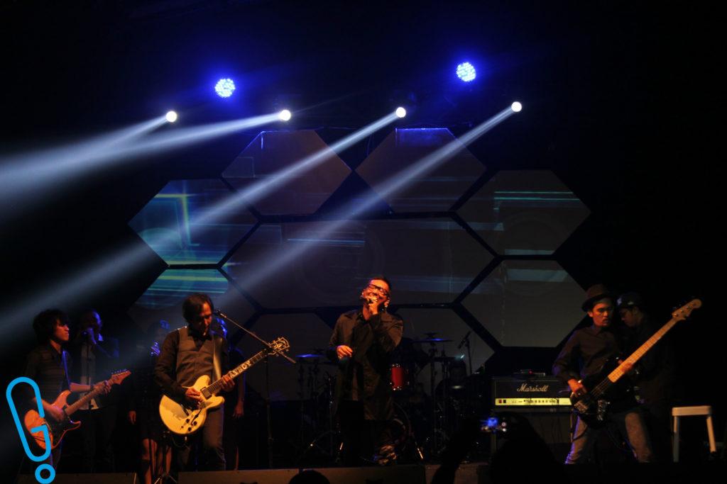 Isa Raja tampil ngebawain lagu 'Angkuh' (Foto: Genmuda.com/2016 Bobi)