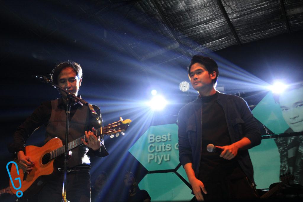 Piyu dan Ryan Tedja tampil ngebawain lagu 'Mahadewi' (Foto: Genmuda.com/2016 Bobi)