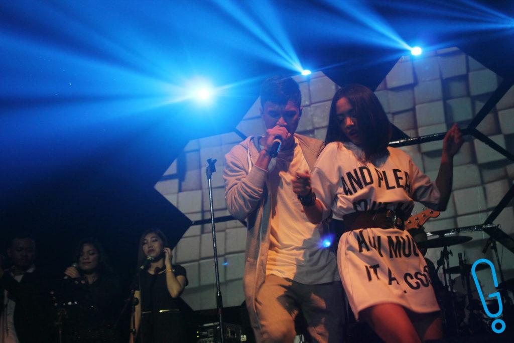 Firly Firlana tampil ngebawain 'Menanti Sebuah Jawaban' (Foto: Genmuda.com/2016 Bobi)