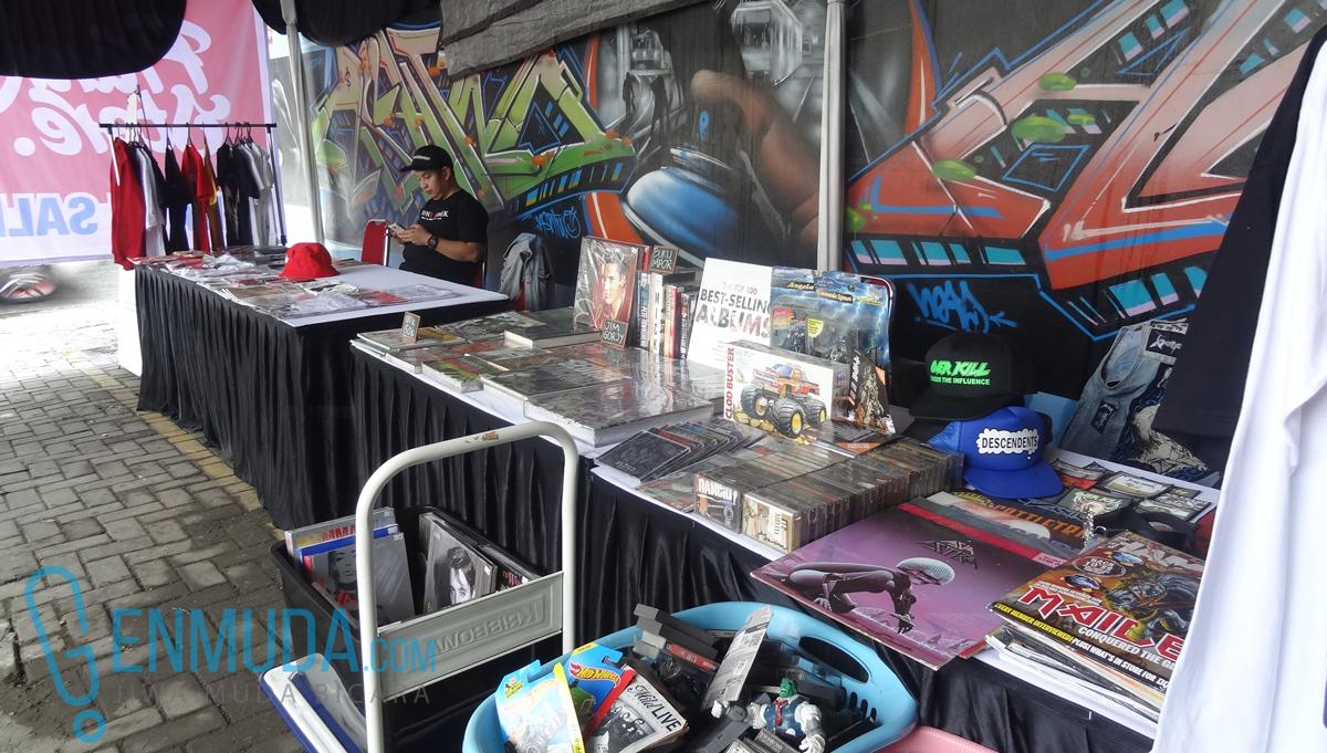Acara Frank Store Garage Sale yang berlangsung pada hari Minggu (28/2), di halaman Toys Zone, Kemang, Jakarta Selatan. (foto: Genmuda.com /2016 Liki)