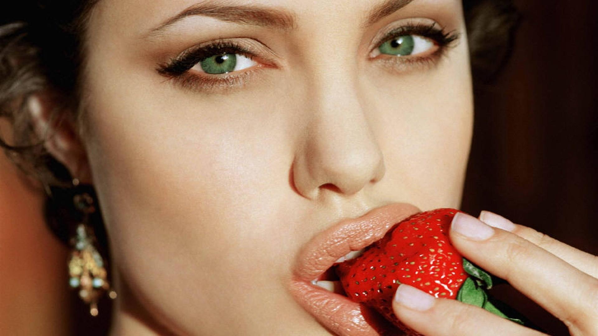 Image result for wanita berbibir tebal sexy