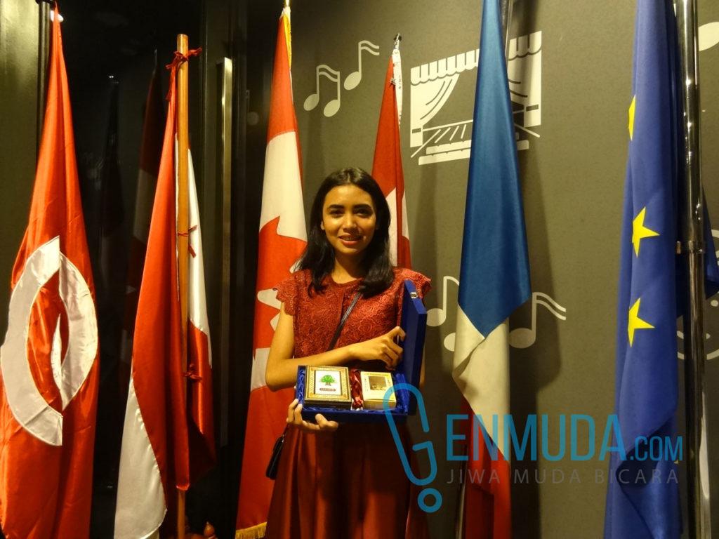 Stefany Claudia, mahasiswa bahasa Prancis UNJ angkatan 2012 peraih penghargaan mahasiswa aktif selama penyelenggaraan Semaine de la Francophonie 2016 (Foto: Genmuda.com/2016 Gabby)