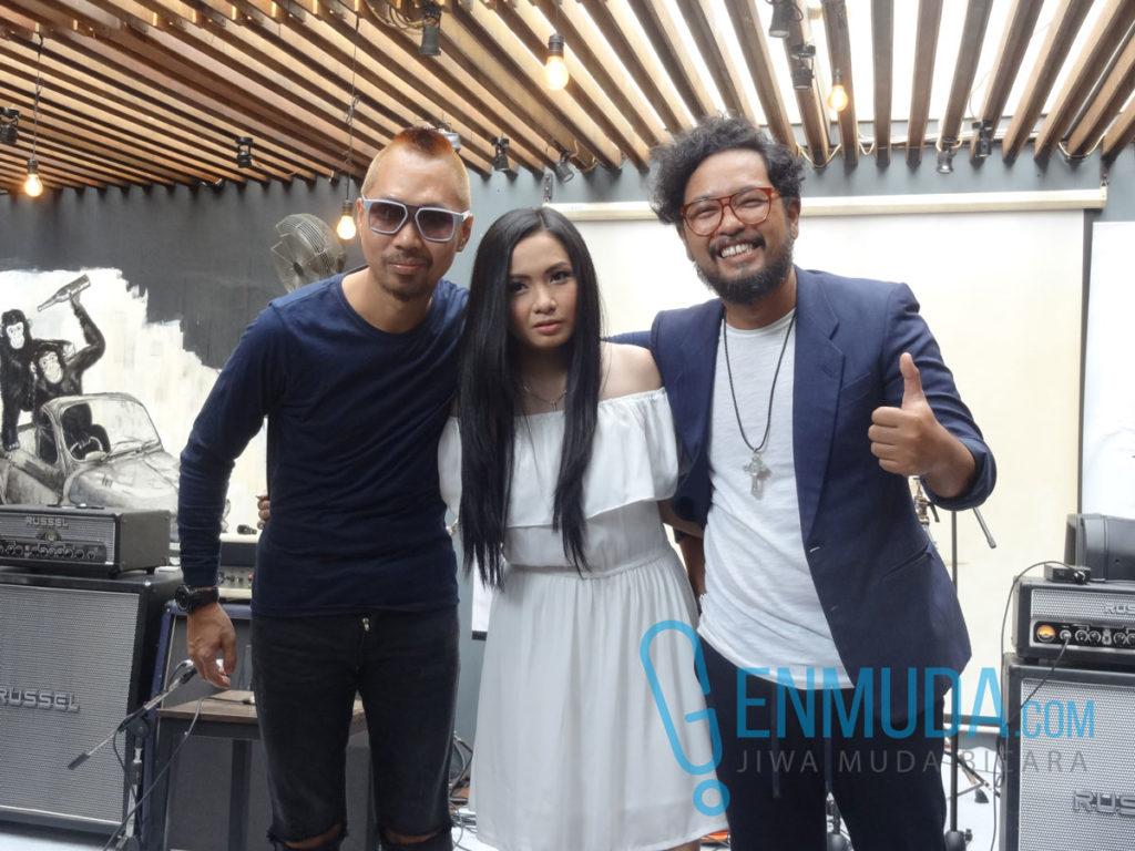 Cokelat di acara konferensi pers peluncuran album '#Like!' di Beer Brother, Kemang, Jakarta, Rabu (30/3) (Foto: Genmuda.com/2016 Gabby)