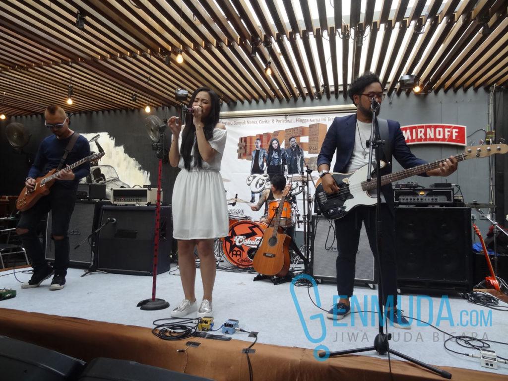 Penampilan Cokelat di acara konferensi pers peluncuran album '#Like!' di Beer Brother, Kemang, Jakarta, Rabu (30/3) (Foto: Genmuda.com/2016 Gabby)