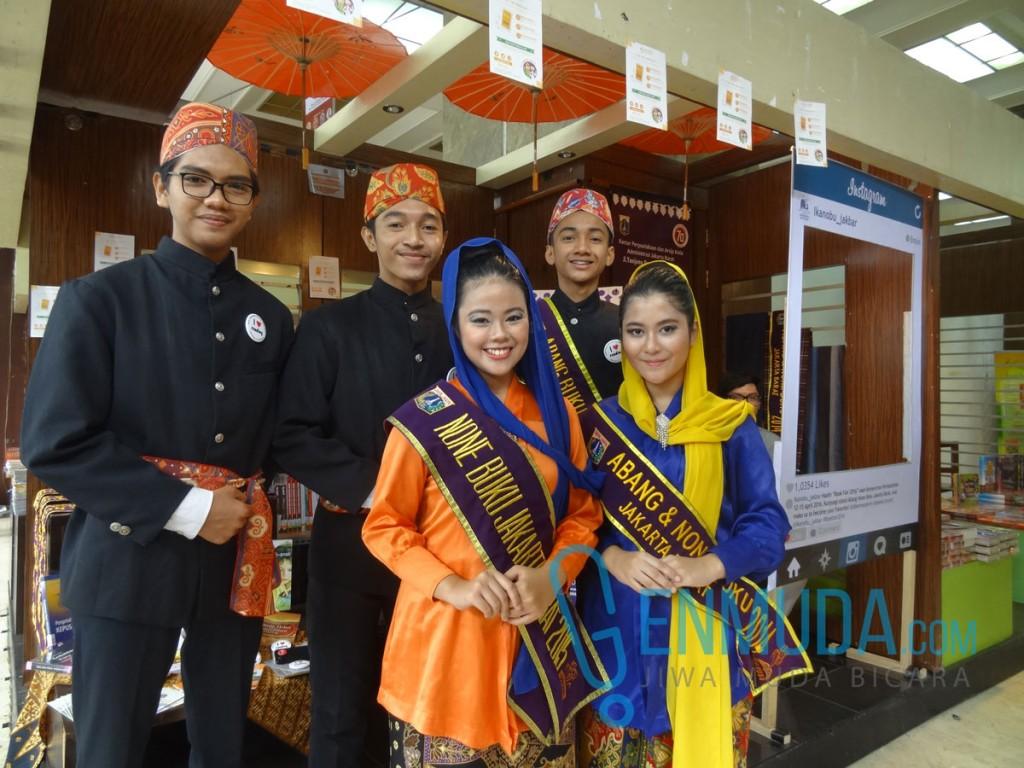 Abang dan None Buku Jakarta Barat di acara pembukaan Kemenperin Book Fair 2016, Selasa (12/4) (Foto: Genmuda.com/2016 Gabby)