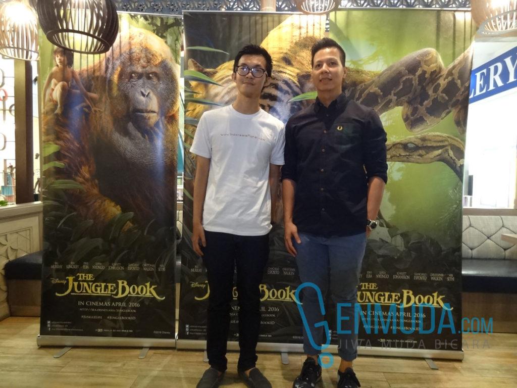 Fitra Rifai, Head of Studio Marketing Walt Disney Indonesia, dan Richard Rich, owner Indonesia Mural, di acara 'The Jungle Book' 3D Trick Art Media Event di Gandaria City, Rabu (13/4) (Foto: Genmuda.com/2016 Gabby)