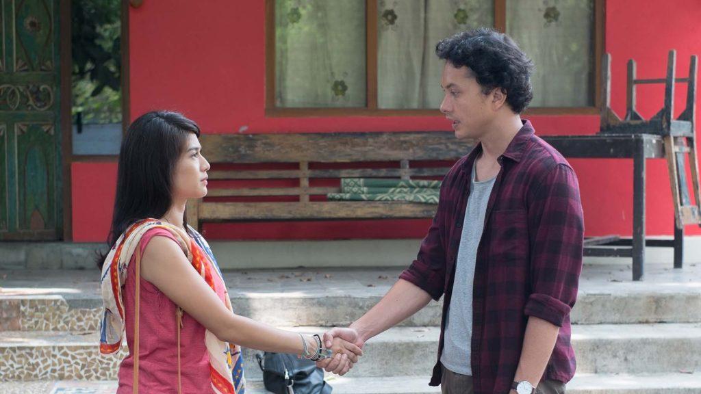 Dian Satrowardoyo dan Nicholas Saputra dalam film 'AADC 2' (Sumber: 'AADC 2')
