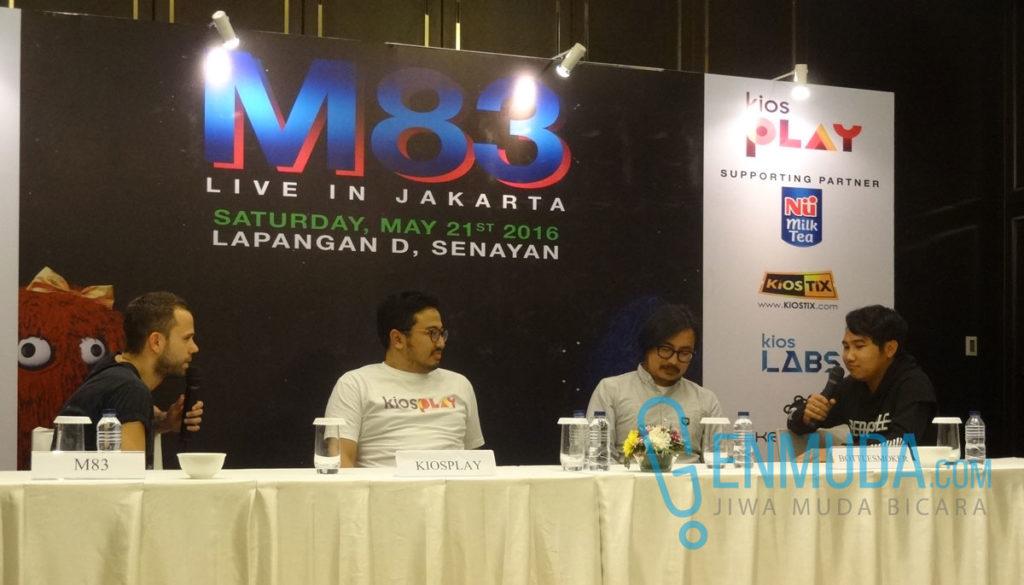 Anthony Gonzalez, Managing Director kiosPLAY Ade Sulistioputra, serta Bottlesmoker di konferensi pers jelang konser M83 di kawasan Senayan, Jakarta, Jumat (20/5) (Foto: Genmuda.com/2016 Gabby)