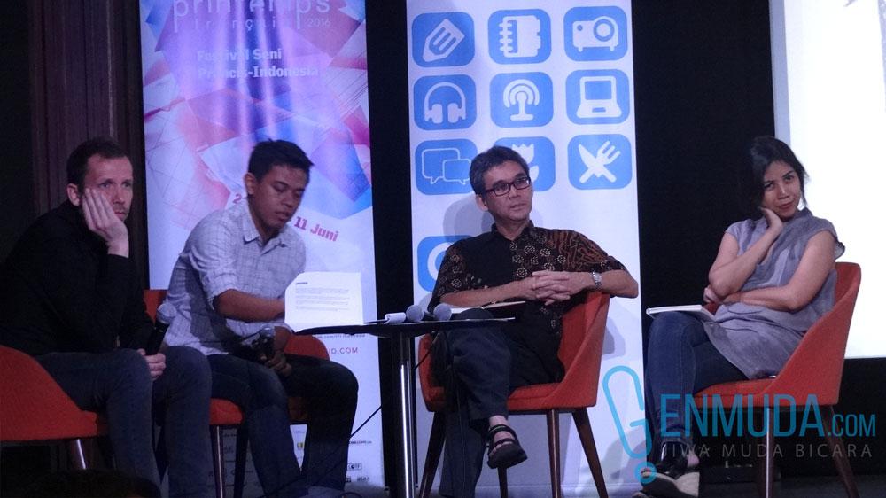 Kiri-kanan: Ludovic Malbet, Andesh Tomo (moderator), Marco Kusumawijaya, dan Avianti Armand saat sesi diskusi publik Pameran Arsitektur Masa Depan di IFI Jakarta. (Foto: Genmuda.com/2016 Liki)