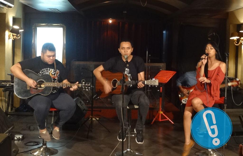 Penampilan TJ, Iga, dan Puti Barasuara di acara media gathering Juni Records di kawasan Menteng, Jakarta Pusat, Rabu (22/6) (Foto: Genmuda.com/2016 Gabby)