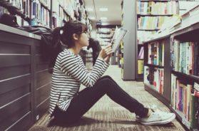 Cewek baca buku