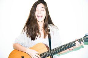 violette gitar